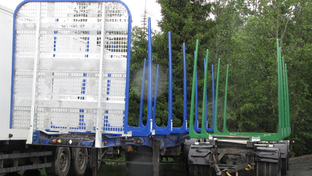 Puolikas ja kolmiakselinen varsinainen perävaunu saivat uutta väriä ja lisää kuormatilaa Lappeenrannassa.