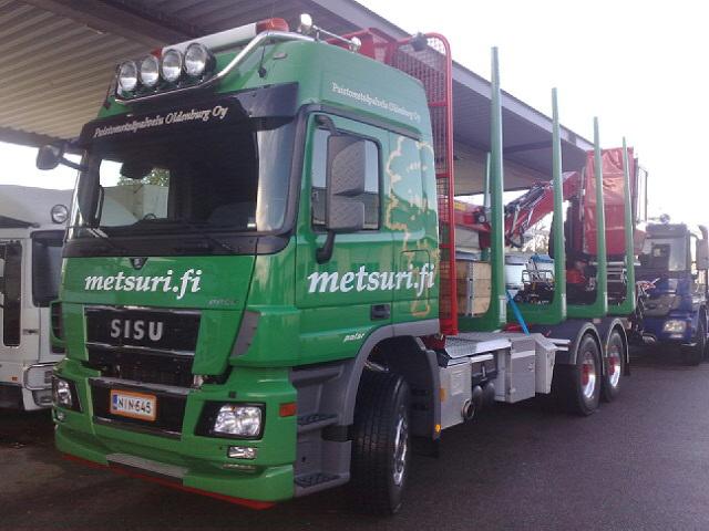 Puistometsäpalvelu Oldenburg Oy:lle tuli pääkaupunkiseudun puutavaran ajoon uusi Sisu Polar puutavara-auto Weckmanin varusteilla ja Terminator XXL tilapankoilla, nosturina Loglift ohjaamolla. Katso lisää www.metsuri.fi