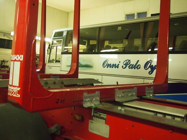 Onni Palo Oy on liikennöitsijä sekä puutavara-alalla, että henkilökuljetuksissa.