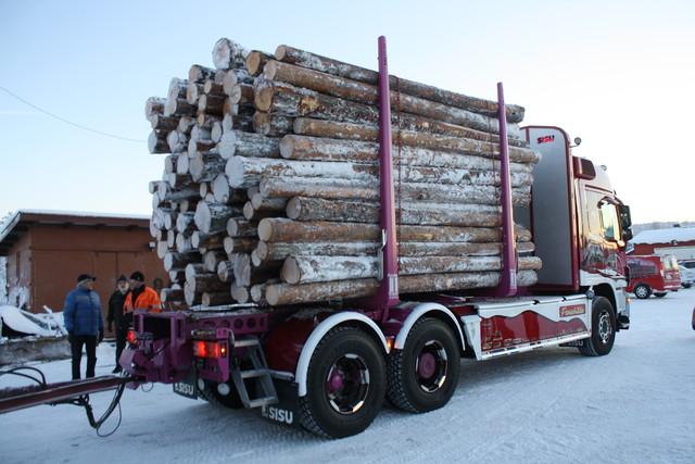 Sisun puutavarapankoiksi Kassu kelpuutti Terminator XXL 11 tukkipankot. Etuseinä on puolestaan TimberMaxx Alu etuseinäuutuus.