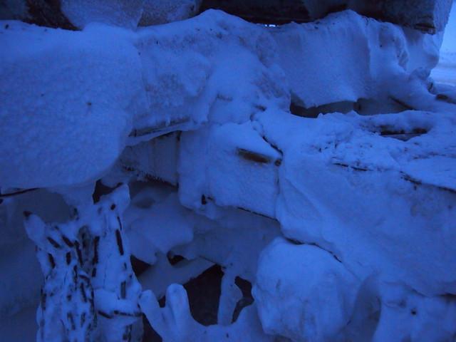 Lumi muurautuu huonosti muotoiltuihin alipainepintoihin.