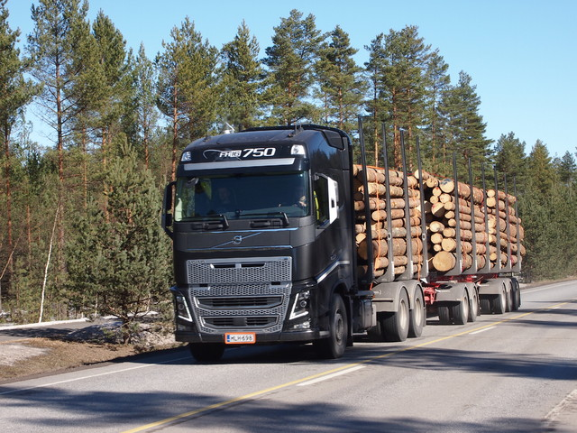 Uusi Volvo FH ja Suomen suurin XXL kuormatila.