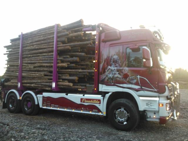 Pohjolan vahvimmat puutavarapankot kuormassa
