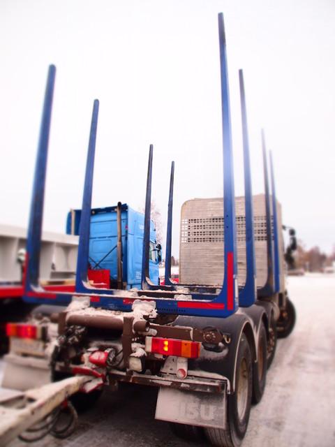 Terminatoreittenkin kuormatila käy ahtaaksi tässä siirtoautotyyppisessä Sisussa. Lakikuormaa 25.000 kg ja prosentit tykö.
