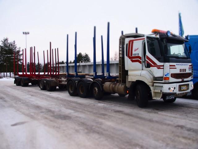Jokelaisen Alpon Sisussa on uskomaton kantavuus, ja se on vielä lisättävissä , kun siirtoautosta puretaan turha apurunko ja muut tarpeettomat. Ilman aluvanteita omapainoksi on tehtävissä 10.000 kg suuruusluokka.