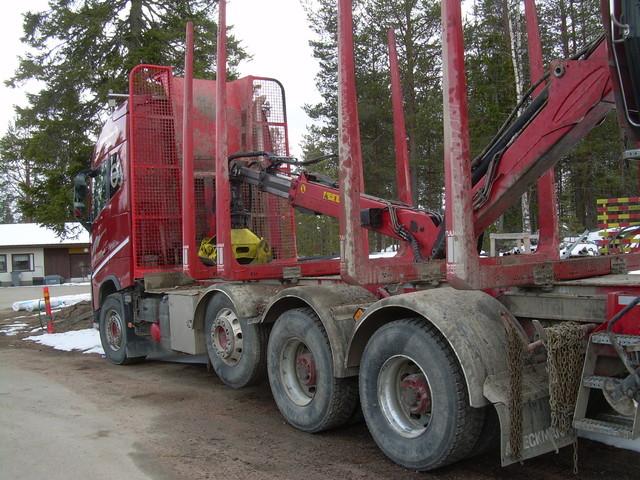TrippeliVolvo.35 tonninjkokonaispainoluokka ja 76 tonnin yhdistelmäpaino.