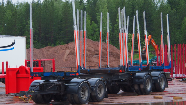 Oma lisäakselointiin ja tässä vaunu siksi aikaa ajoon, ei savotat pyssähdy. Laurinaho Parkanosta palvelee koko Suomea.