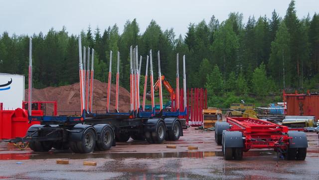 Laurinaho Parkanosta valmistaa perävaunuja, asentaa lisäakseleita ja pankkoja.