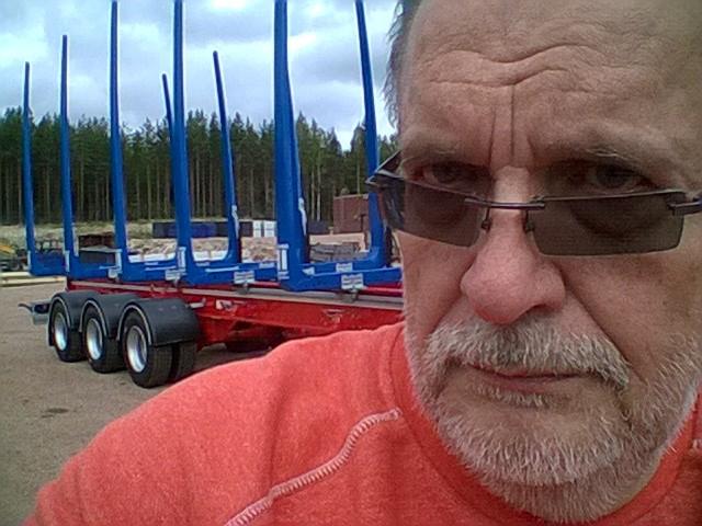 Vastuualueena puutavarapankko. Heikki Jokela Suomi.