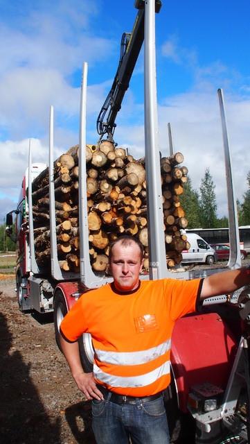 Tämä HERRA lastasi maailman ensimmäisen puutavarayhdistelmien pankkotilavuuksien kuormakokotestin vertailukormat.