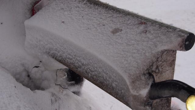 Lumi on muurannut Jykin lampunsuojaa aeromuotoon.