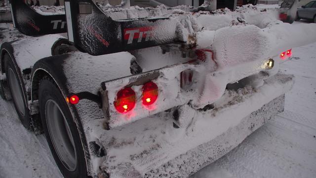 Lumikuorma tässä yhdistelmässä on vielä pieni, ehkä 1000 kg- Lunta/jäätä  voi kerääntyä joskus jopa 3.500 kg.