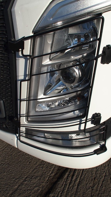 Volvon ajovalomuotoilu ei kaipaa pesureita.