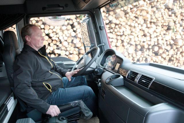 Konekesko toimitti uuden MAN TGX 35.560 D38 Euro 6 8x4*4 -puutavara-auton Ahvenanmaalle
