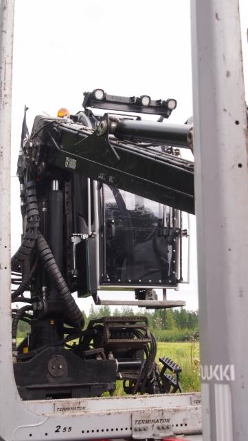 Ennätysmäärä puutavara-autoja ja varusteita Powerissa.