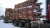 76 tonninen yhdistelmä ilman nosturia kuljettaa yli 55 tonnia puuta.