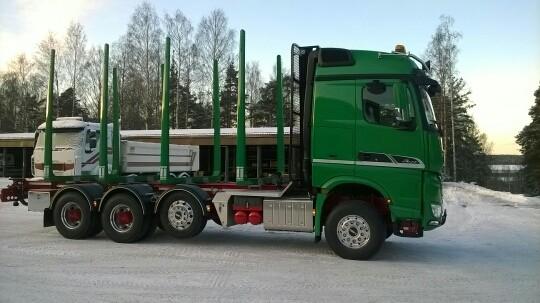 Neliakselinen auto palvelee kuljetustaloutta mahtavan kokoisella ja aerodynaamisesti erinomaisella kuormatilallaan.