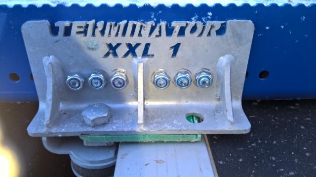 Terminator XXL 8.8 CE kiinnike on tuplaluja. Sama kiinnike autossa ja perävaunussa.