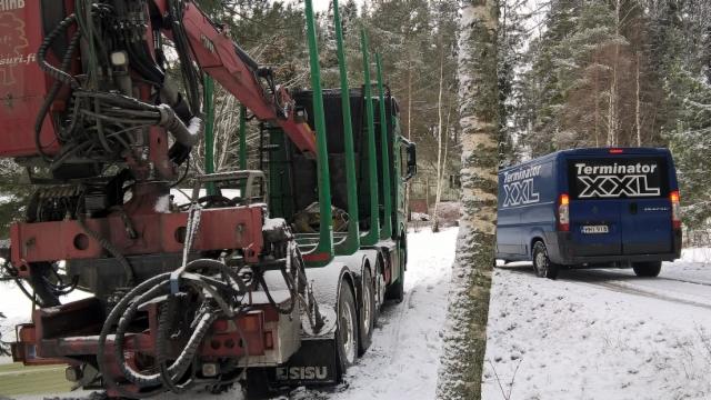 35 tonninen sisu ja 3.5 tonninen Ducato.