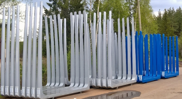 Pitkätolppaiset Ruotsiin 3.25x260 ja lyhyemmät KekiEurooppaan. 260x2.55 ja XXL 07 Terminatormitoilla.