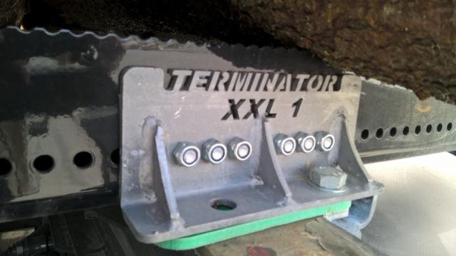Kolmiotuettu kiinnikeuutuus Terminatoreihin.
