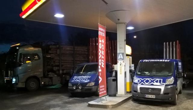 Tukkiautot ja XX-Express valvovat ja kuljettavat myös öisin.