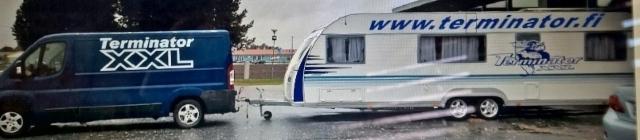 Tarjoiluvaunu toimii esittelypaikoilla tukikohtana ja tarjoilu on kattavaa.