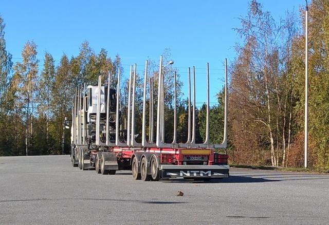 Yhdistelmät puhdistetaan Kaskisissa parkeista ennen maantieajoa,