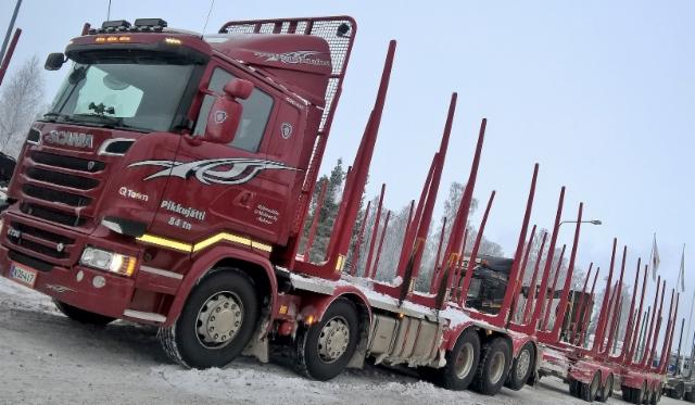 Kuhmon Pikkujätti. 84 kokonaispainoilla sovituilla reiteillä, 76 tonnisena kaikki tiet.