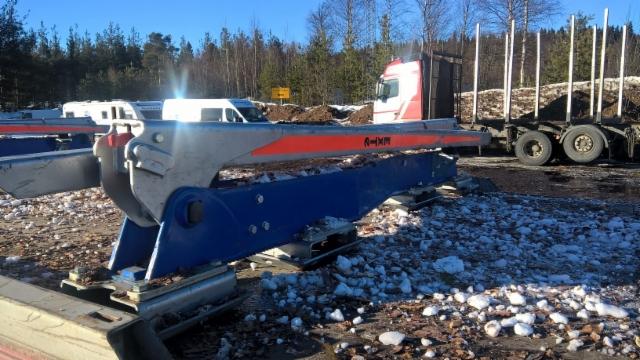 Kuormatilaa - 2017 salonkivaunu Rovaniemen autoliikkeissä ja asematerminaalilla 31.3 .2017.
