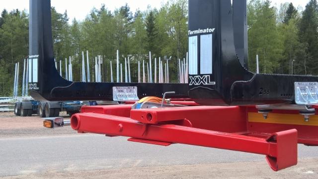 100-tonniset HCT - puutavarayhdistelmät. Pokkarekka JYKI.
