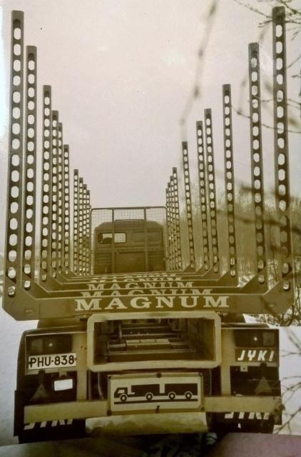 """""""Reikäpankko"""" MAGNUM oli yksi kehitysversiomme, joka sai valmistajan Kanadasta Deloupelta, mutta pienikuormatilaisena tuota tulosta """"Eurorekoissa""""."""