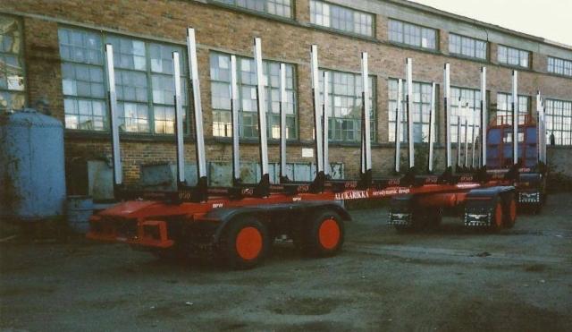 TimberRoad 2020 - projekti hakee uutta myös perävaunutekniikkaan. Kuvassa 90 luvun kotelorunkovaunu.