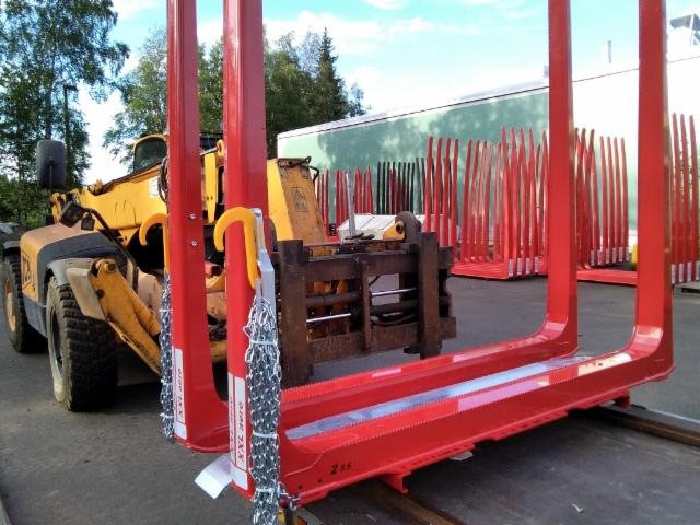 Asennuspakettimme on trukkitelineellä varastoinnista kuljetuksiin ja asennuksiin.