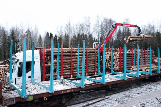 Yhdistelmän kuormasta vaunukuorma - ei turhia siirtoja , ja kertapunnituksella.