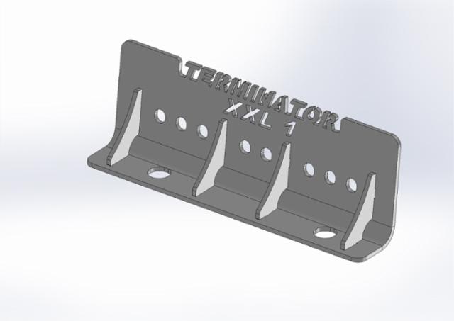 Neljä läpimenevää tukikolmiota  ja lisäpultit sekä triplavaimentimet suurine pulttiväleineen tekevät kiinnityksemme pomminvarmaksi.