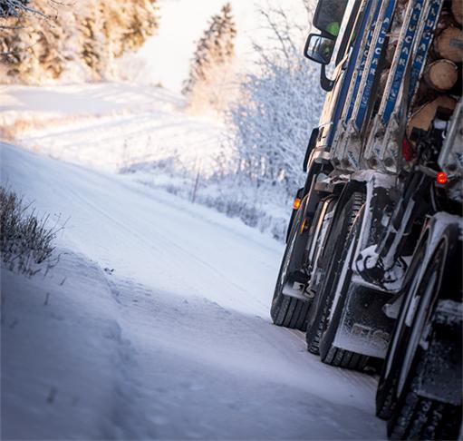 Raskaan kaluston Nokian Hakkapeliitta Truck ja Nokian Hakka Truck -renkaat  etenevät luotettavasti vaihtelevissa talvikeleissä dfa935d94f