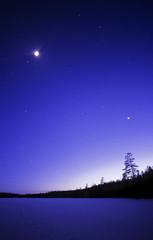 Sininen yötaivas
