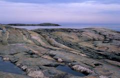 Meren kallioita