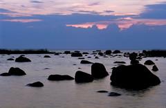Meresta nousee kiviä