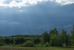 Sateisen päivän kaunis taivas