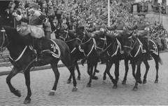 Senaatintorilla Mannerheimin syntymäpäiväparaati