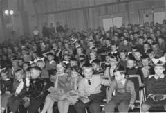 lasten joulujuhla 1950-luvulla kalkkitehtaalla_0010