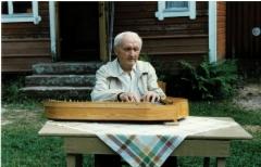 Kanteleen soittoa tenkkelissä 1985