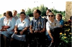 Toinen vasemmalta Saara Tissari sekä Viljo ja Anneli Tissari.