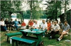 Sukukokoukseen 1994 osallistujia.