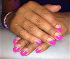 neon-pinkkiä ja timantteja