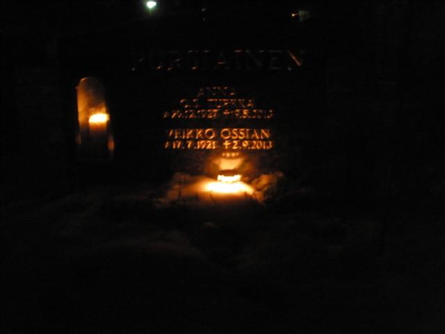 Pielaveden kirkkomaalla 21.12.2013 klo 18.30