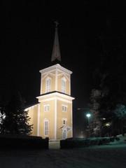 Pielaveden kirkko iltavalaistuksessa 24.12.2012