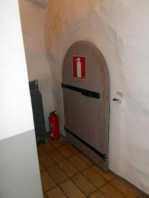 sysmä salakäytävä ovi